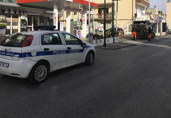 Sant'Antimo auto e distributore sequestrato